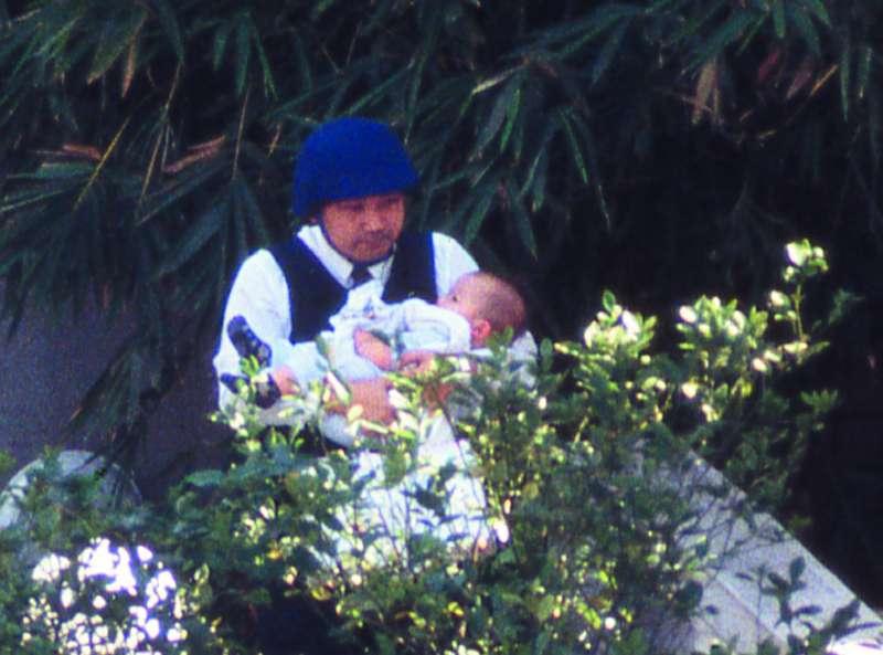 侯友宜曾隻身進屋勸降陳進興,抱出襁褓中的小孩。(新新聞資料照)