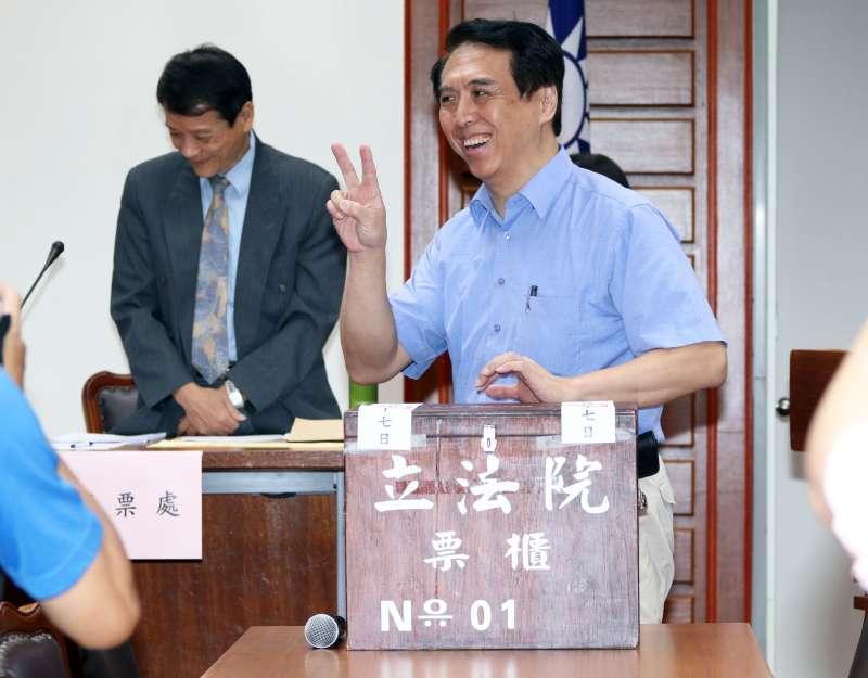 2017-09-27-立法院文化與教育委員會選召委,國民黨立委陳學聖。(蘇仲泓攝)