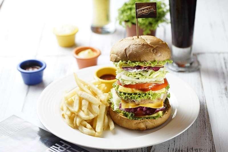打破蔬食料理的刻板印象,運用配色上也能讓人食慾大開!。(圖/ Easyhouse café)