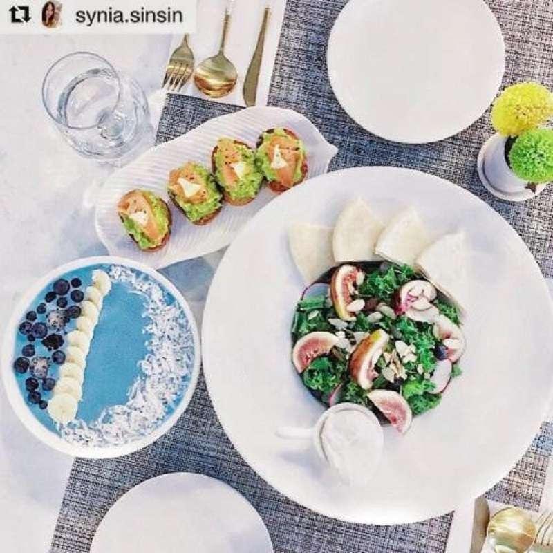 主餐是夏日羽衣甘藍沙拉、新鮮無花果、水波蛋的低卡、高蛋白組合,完美搭配帶給大家吃飽無負擔的體驗。(圖/ Café By Juicy Diary)