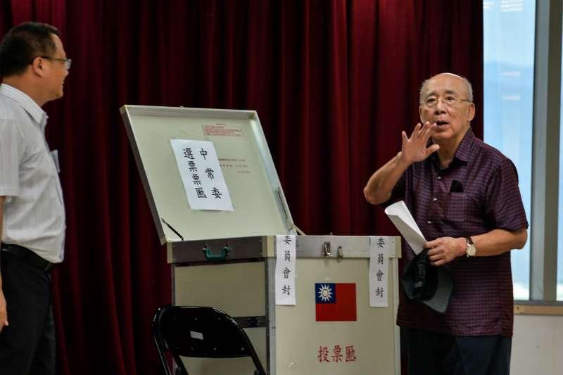 20171001-國民黨中常委投票,吳伯雄投票。(甘岱民攝)
