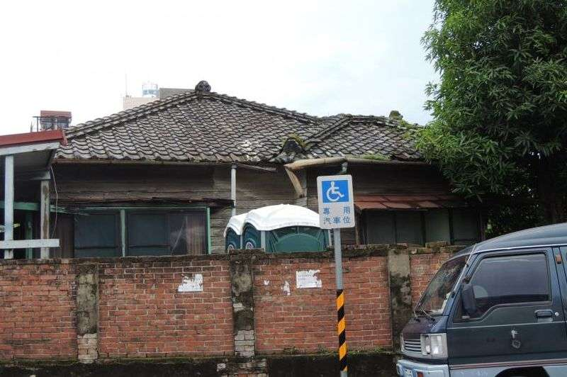 旗山日治宿舍原貌一看就有五十年以上。( 王繼強提供)