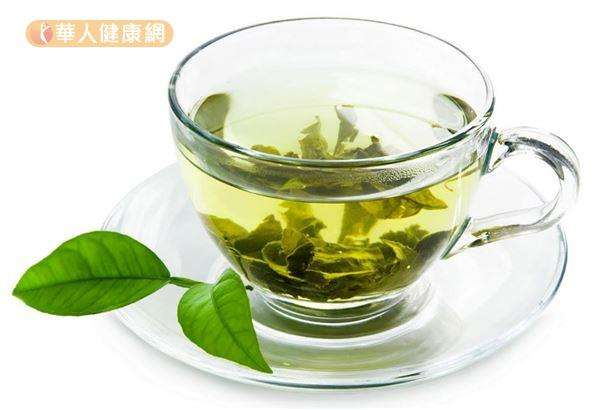 日本研究發現,男性飲用較高濃度兒茶素綠茶,有助減少腹部脂肪囤積。(圖/華人健康網提供)