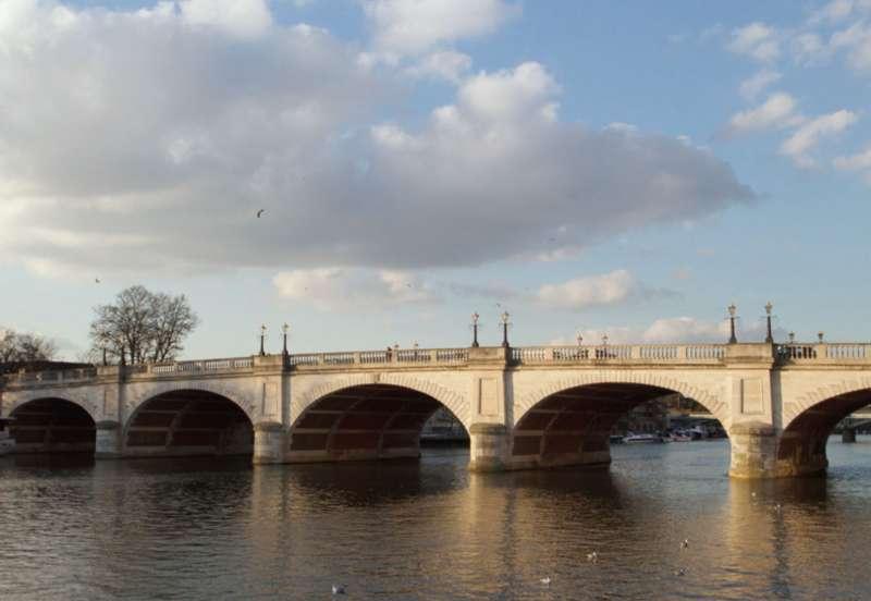 泰晤士河上游漫步Thames Path。(圖/麥田出版提供)