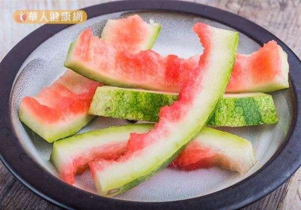 只是吃西瓜,並沒辦法真的達到壯陽效果,西瓜肉和西瓜皮中才含有瓜胺酸。(圖/華人健康網提供)