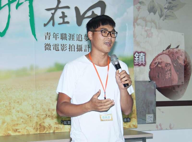 青農陳彥彰分享追夢經驗及擁抱土地的心境。(圖/許占鳳攝)