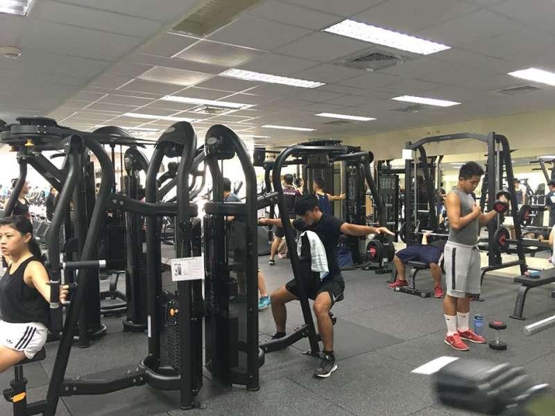除了有氧運動外,還有重訓器材,另外還規劃私人訓練室。(圖/台中市政府提供)
