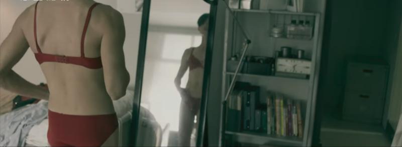 吳慷仁在電影《白蟻-慾望迷網》中飾演有戀物癖的男子,藉由穿上女性內衣褲獲得快感。(圖/pixabay)