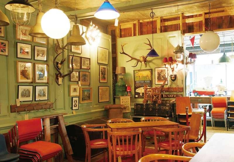 把古董百貨當時髦家飾店經營的 LASSCO 。(圖/麥田出版提供)