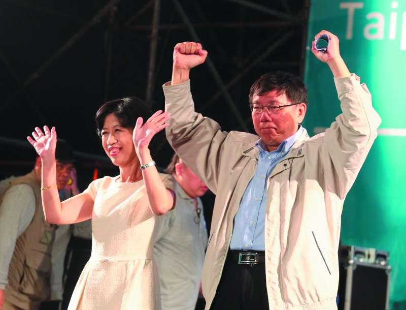 李錫錕認為市民需要英雄,而把這個需求投射到柯文哲(右)身上。(柯承惠攝)