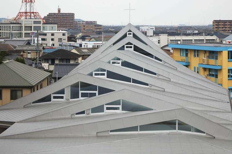 白天的日本三重縣鈴鹿教堂。(圖/取自Archdaily)