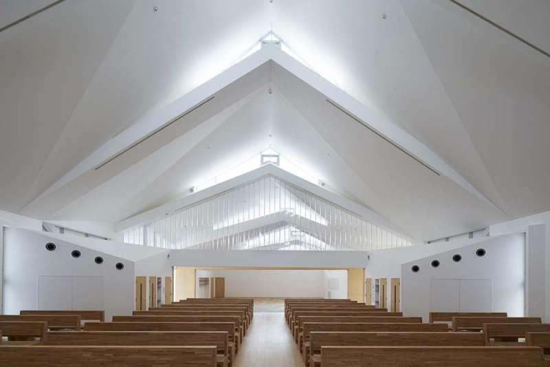 鈴鹿教堂的聖堂每五公尺設有天窗。(圖/取自Archdaily)
