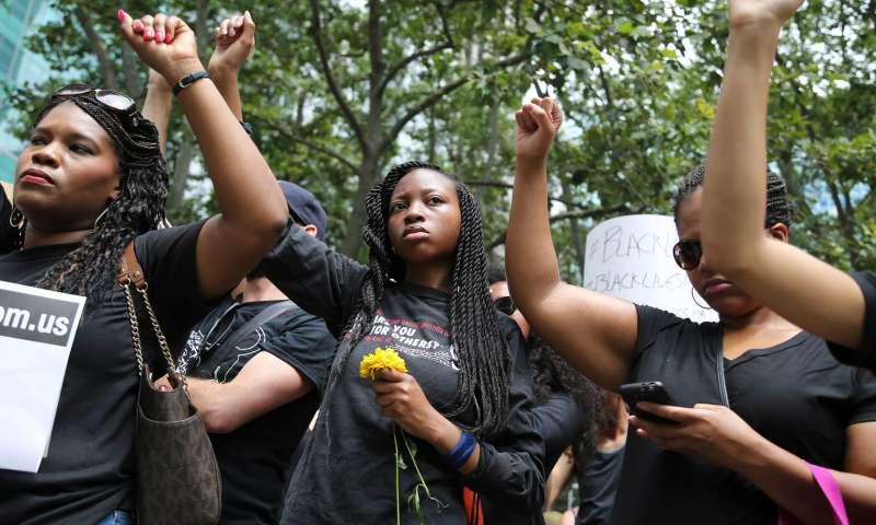 胡克斯的著作啟發了「黑人的命也是命」(Black Lives Matter)等平權運動 (AP)