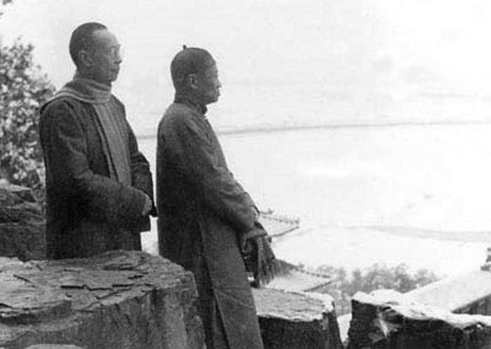 1951年冬熊十力與弟子黃艮庸在萬壽山踏雪(中國網)