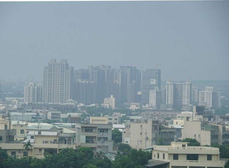 2017-10-11-台中地區霧霾嚴重。空氣品質。空氣汙染02。(盧逸峰攝)