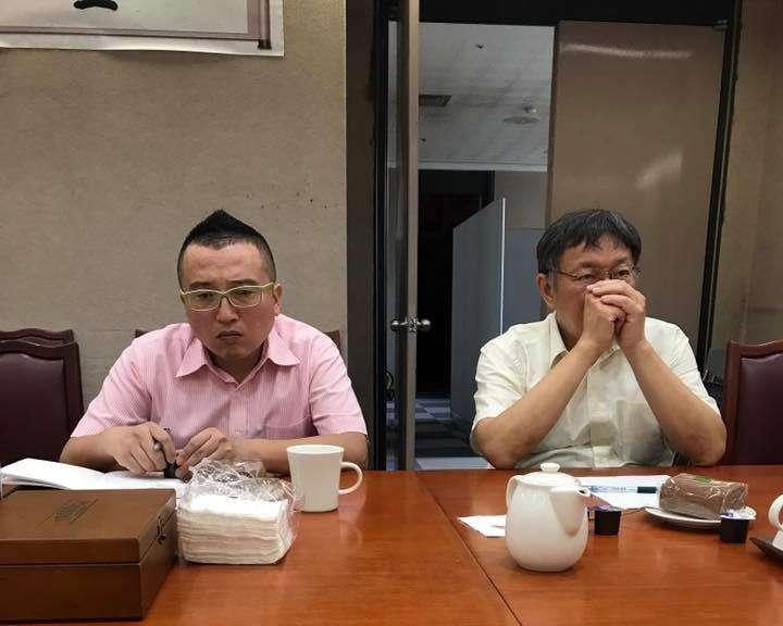 議員高嘉瑜於臉書爆料,與台北市長柯文哲的「便當會」根本沒有便當,只有茶點。(取自高嘉瑜臉書)