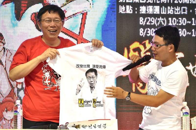 台北市長柯文哲為《醫院也瘋狂》漫畫站台,說了講了句「心臟都畫得對」的冷笑話。(台北市政府官網)