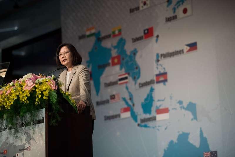 20171014-總統蔡英文14日出席「2017亞太智庫領袖峰會」,並表示,亞太地區的和平、穩定及繁榮,台灣做出舉足輕重的貢獻。(總統府提供)