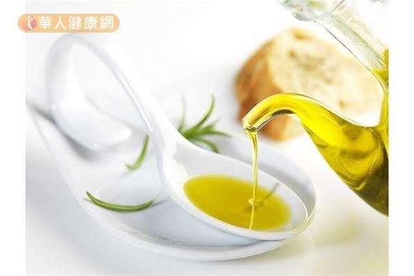 以橄欖油為主的地中海飲食文化,研究發現,對於抗老化、保護心臟、預防腦部退化等有幫助。(圖/華人健康網提供)