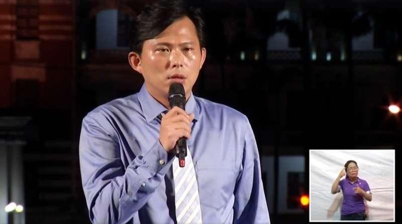 20171016-「婚姻平權大平台」16日晚間在凱道舉辦「我們都是畢安生紀念晚會」,訴求盡快修改民法、讓同志可以結婚。黃國昌。(取自臉書直播)