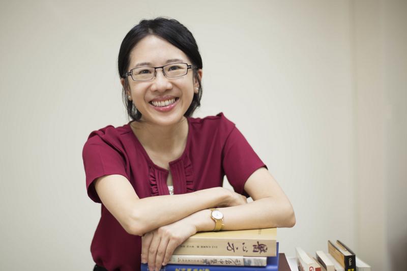 陳韻如在台大歷史系取得學士與碩士之後,赴英國牛津大學攻讀東方研究的博士。在歷史研究中,特別關注性別與醫療領域中的社會文化與權力關係。(圖/攝影│張語辰)