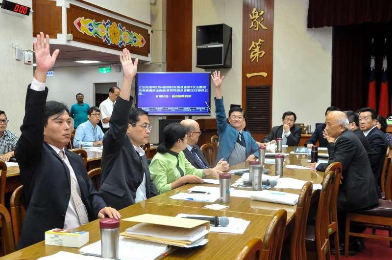 20171018-立法院財政委員會18日針對慶富獵雷艦聯貸案成立調閱小組。(顏麟宇攝)