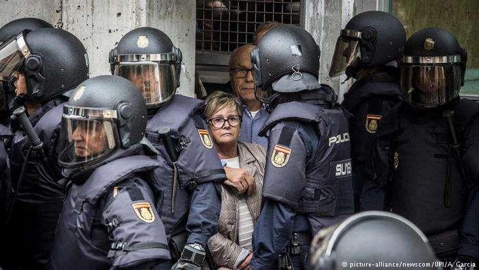 獨立公投日:安全力量與民眾的對峙。(德國之聲)