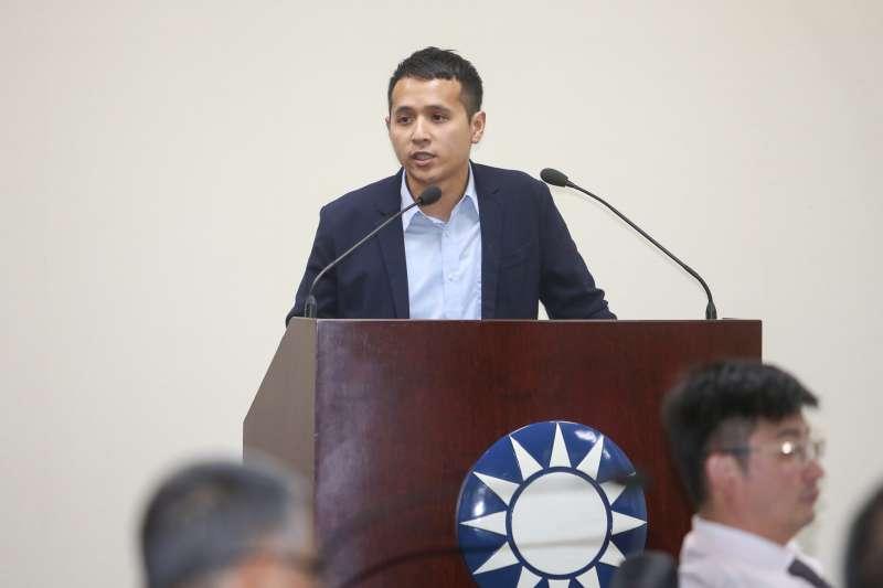 20171018-國民黨中常會,國民黨組發會青年部主任翁紹輝專題報告。(陳明仁攝)