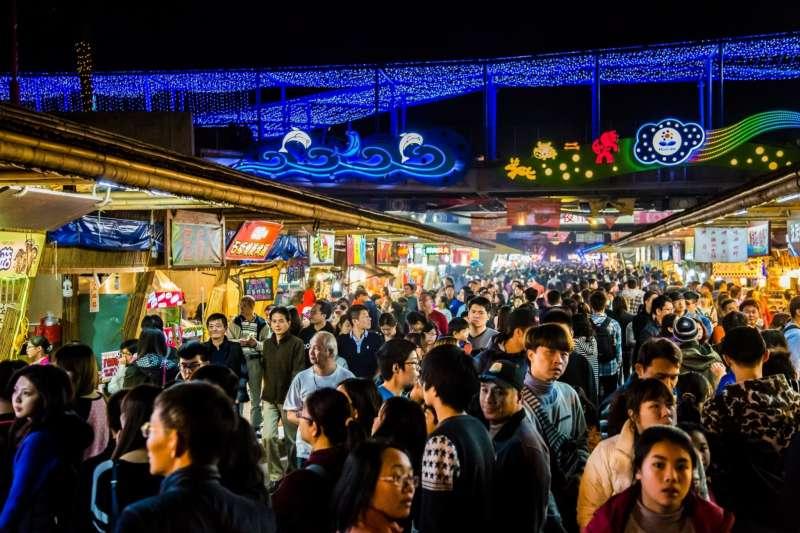 台灣小吃、夜市文化獨步全球,是外國觀光客喜愛到訪的重點,透過攤商提供多元支付服務將能使夜市更加國際化(圖/花蓮縣政府提供)