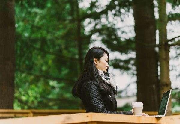在自然包圍的環境下工作,有助於提升創造力、專注力、情緒。(圖∕取自Microsoft,數位時代提供)