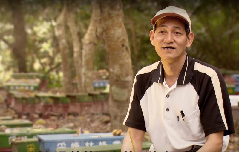 談到過去十年來蜜蜂大規模死亡的狀況,林進通大哥滿是無奈。(圖/PTS 台灣公共電視@youtube)