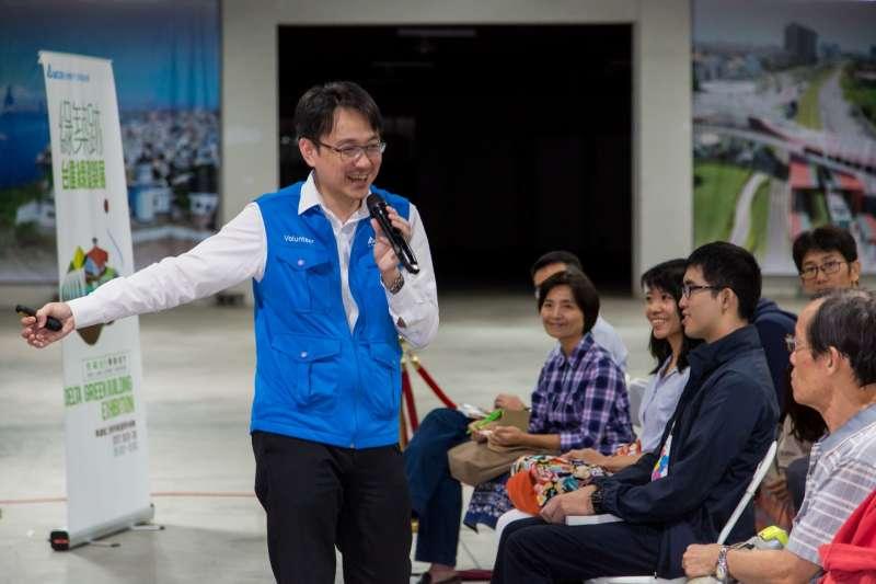 10月14日舉行的綠築跡展周邊活動- 「居家節能講座」,台達基金會副執行長張楊乾與百位民眾互動熱烈。(圖/台達提供)