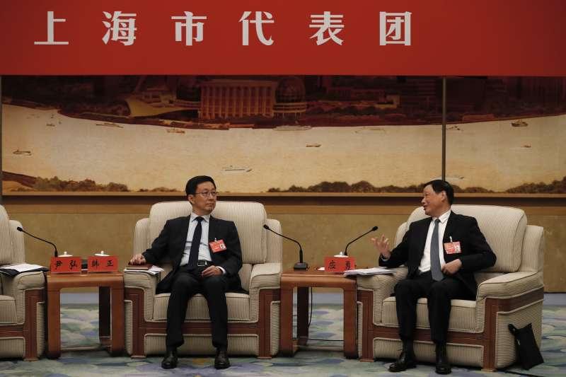 2017年10月19日,中共十九大進入第二天議程,上海市委書記韓正(左)與市長應勇(AP)