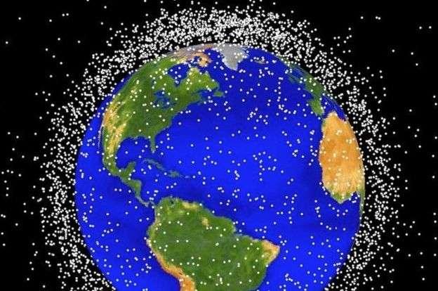 地球身邊的太空垃圾越來越多(示意圖,白點不按比例)。(BBC中文網)