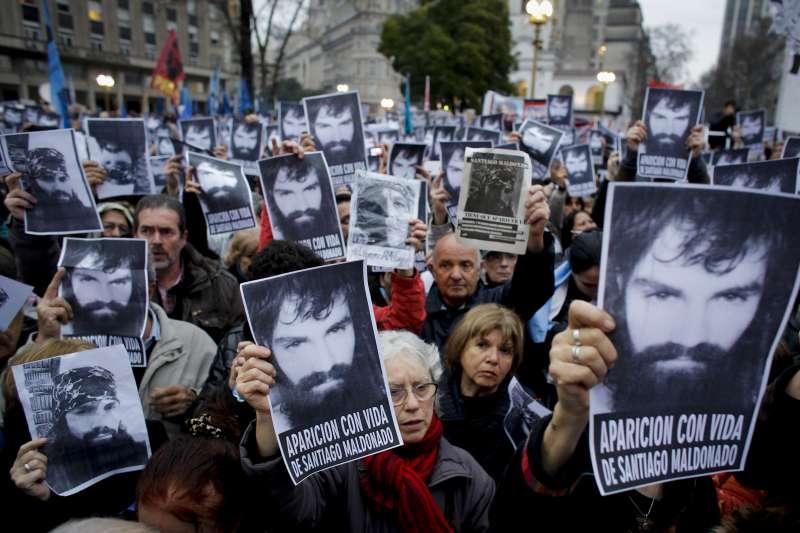 阿根廷原住民人權鬥士馬多納杜失蹤數月,激發群眾關注。(美聯社)