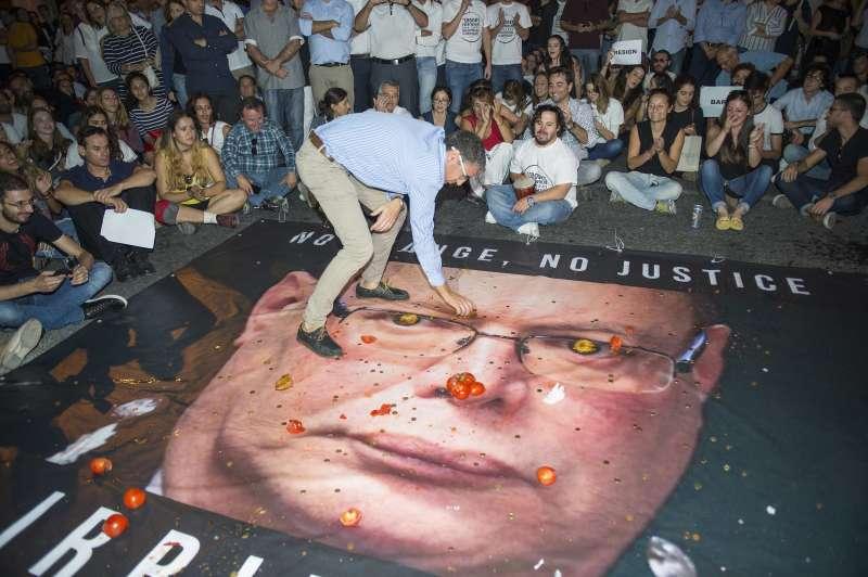馬爾他女記者嘉麗齊亞(Daphne Caruana Galizia)遇害,民眾抗議警方高層處理不當(AP)
