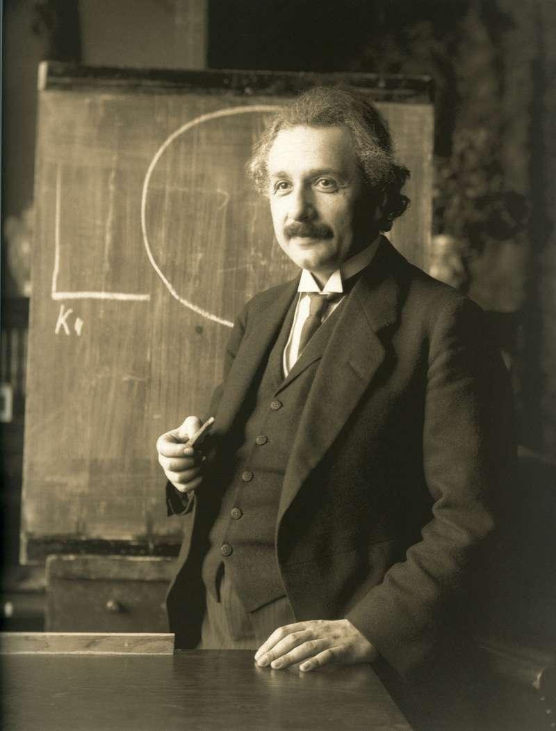 1921年,在奧地利維也納也納演講的愛因斯坦(Wikipedia/Public Domain)