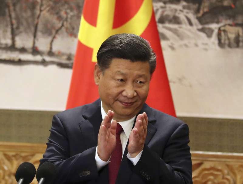 中共十九大一中全會25日召開,以習近平為首的7名中央政治局常委亮相(AP)