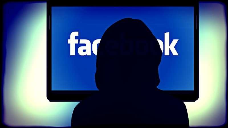 一名住在美國加州的性工作者,儘管他再三確認絕對沒有提供任何關於性工作的資訊給Facebook,但還是在「你可能認識的人」的列表中,意外地看到客戶的帳號。(圖/pixabay)