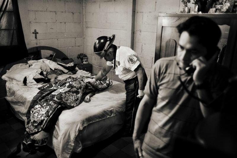 Jose Luis Villaseca 是一位在 3 區從事性工作的同性戀者,在自己家中被人謀殺。(圖/言人文化提供)