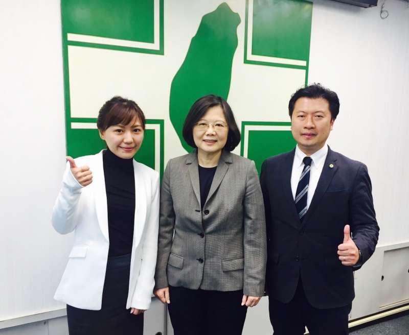 民進黨前發言人張志豪(右)、吳沛憶(左)等8位跨派系,爭取縣市議員提名的民進黨新人,串連發起「新創政治連線」。(張志豪提供)