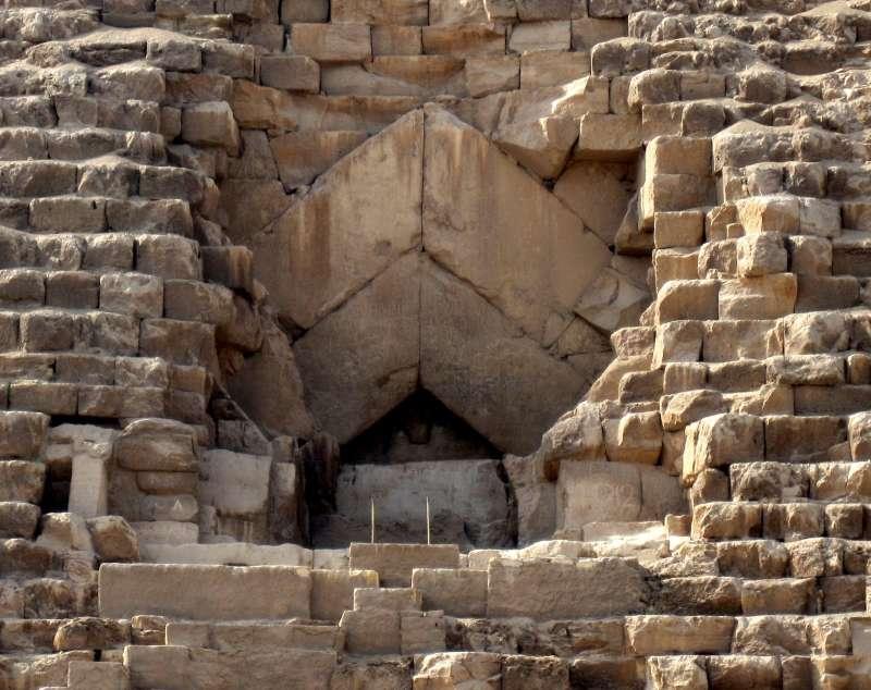 埃及吉薩大金字塔(Great Pyramid of Giza)入口(Olaf Tausch@Wikipedia / CC BY 3.0)