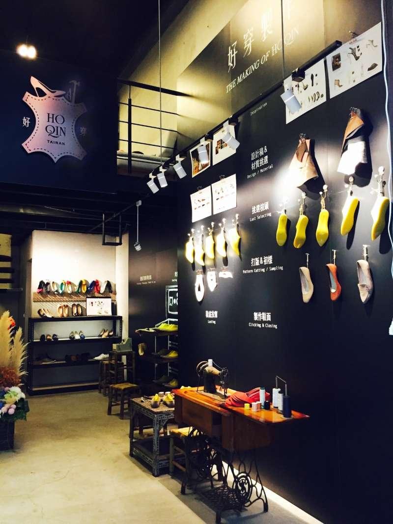 手工鞋製作過程的整面牆,搭配專人解說製鞋過程,是微型觀光工廠(圖/新零售時代提供)