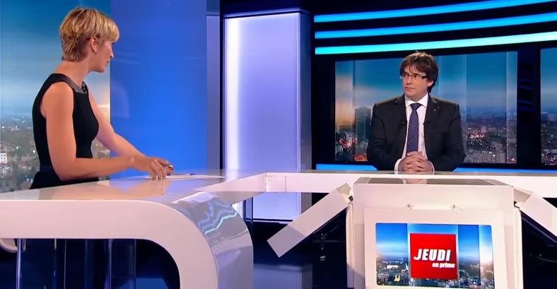 加泰隆尼亞自治政府前主席普吉德蒙(右)3日接受比利時電視台訪問(截自YouTube)