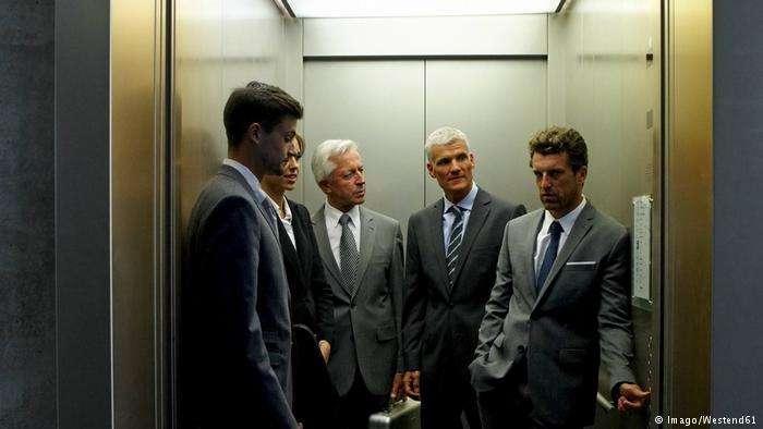 德國職場文化:在電梯裡打招呼。(德國之聲)