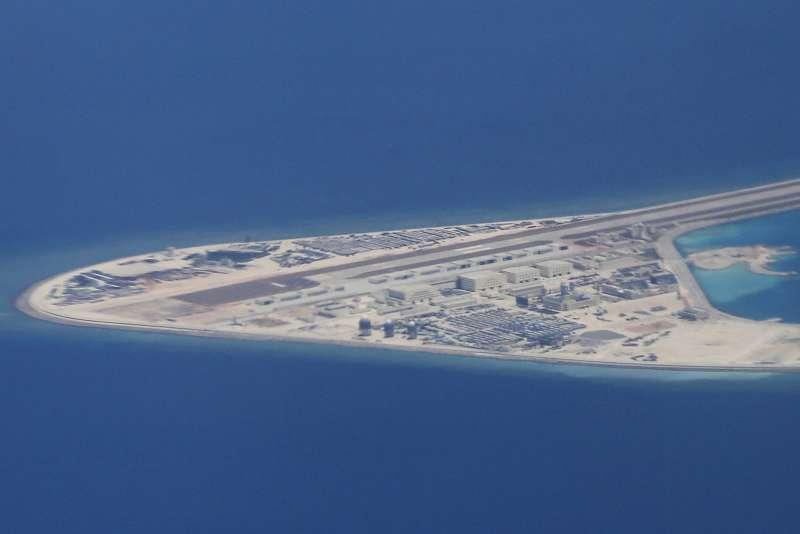 中國在南海諸多行動,令美國與東南亞國家深感戒備。圖為渚碧礁。(美聯社)