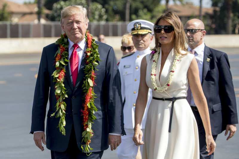 美國總統川普出訪亞洲,第一站先在夏威夷暫停休息。(美聯社)