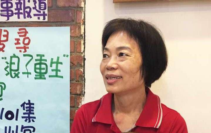 劉文中的媽媽一路陪伴孩子走回正途,如今也在燒肉便當店忙進忙出,不僅做內場,連外送也能幫忙!(圖/鐘敏瑜攝)