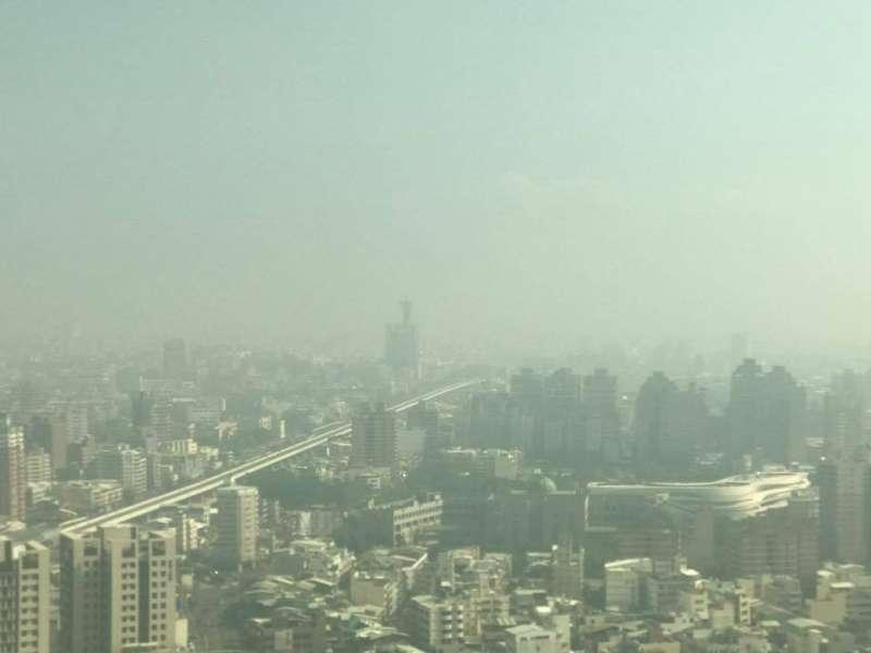 2017-11-07-台中市空氣汙染02。空污、空氣品質、空品。(張美惠攝)