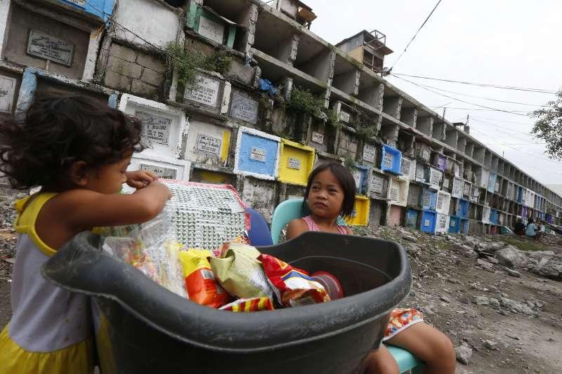 東協成立50周年,菲律賓雖是發展最快速的國家之一,基礎建設落後、貧富差距等問題仍有待加強。(美聯社)